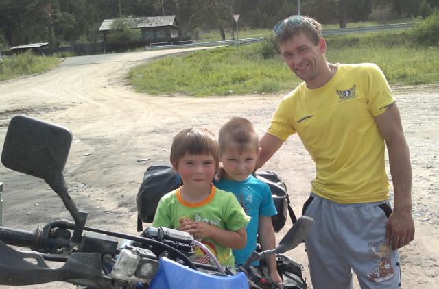 Glada ryskabarn