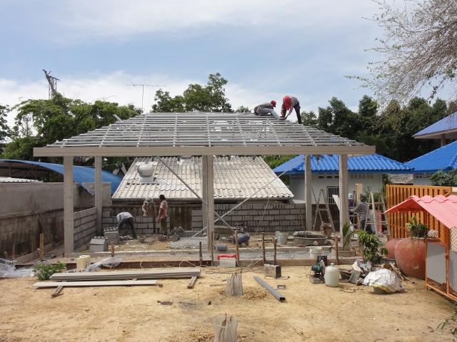 11 - Många på bygget