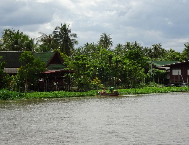 13 - Bild från floden vid flytande marknaden